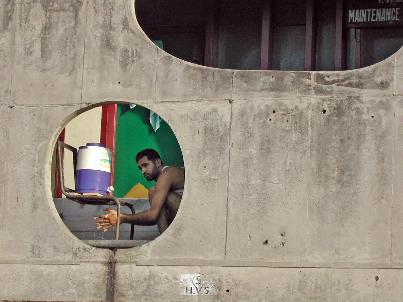 Fotografía de detalle de una ventana de un edificio. Autoría eCapaz